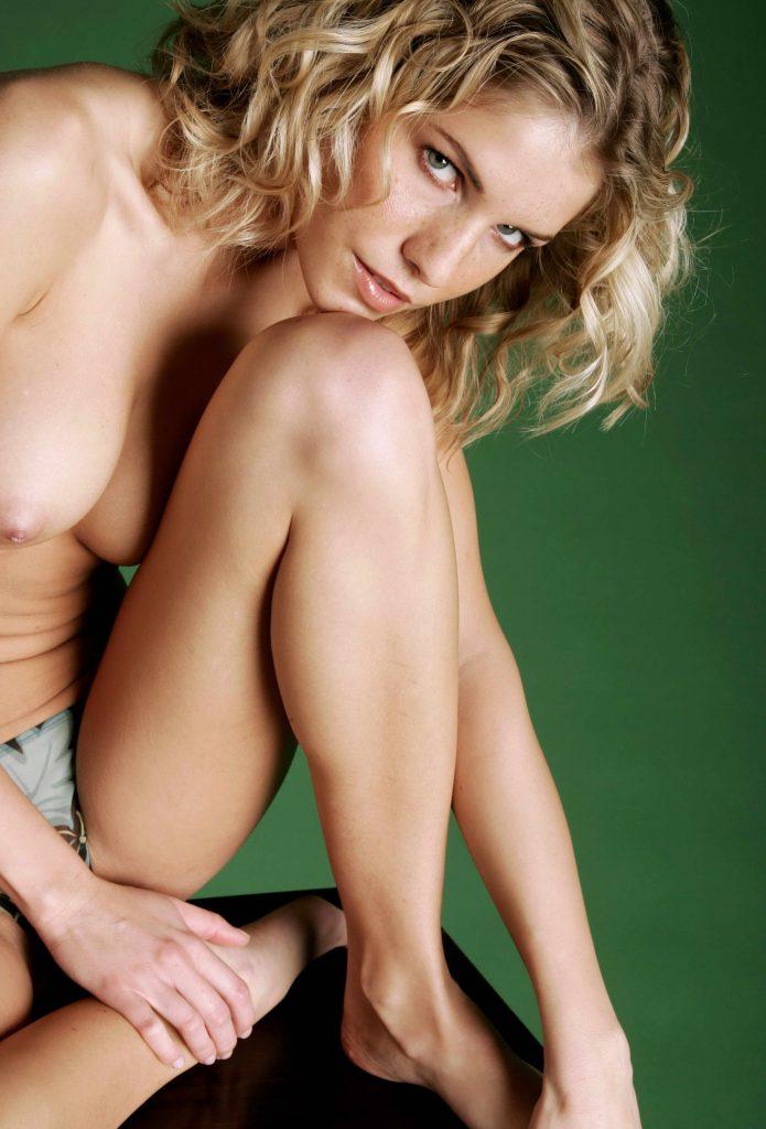 schlanke und heiße Blondine
